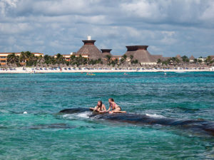 640px-Praia_do_hotel_Bahía_Príncipe_-_Quintana_Roo_-_México-18 (1)